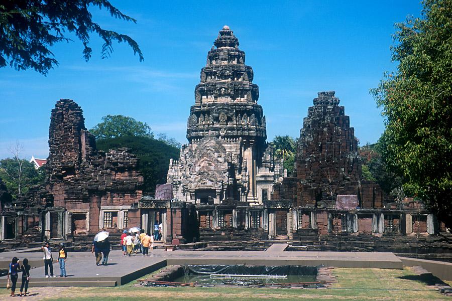 ... タイ東北部クメール寺院遺跡
